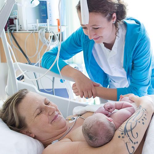 Kaiserschnitt Entbindung mit Hebamme, hebammen.at