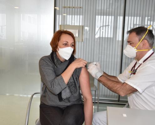 Gerlinde Feichtlbauer bei der Corona Schutzimpfung
